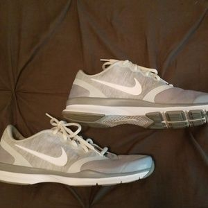 👟Nike Runners. Size 9.5👟